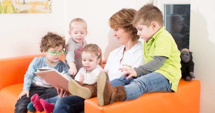 Voorlezen en praten met peuters versterkt hun intelligentie